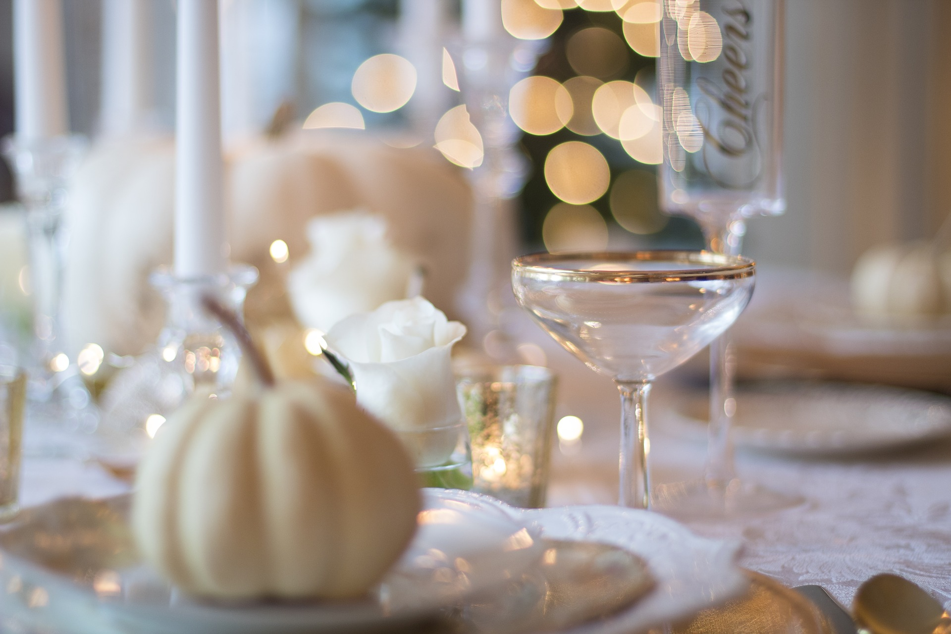 holiday-table-1926946_1920-2
